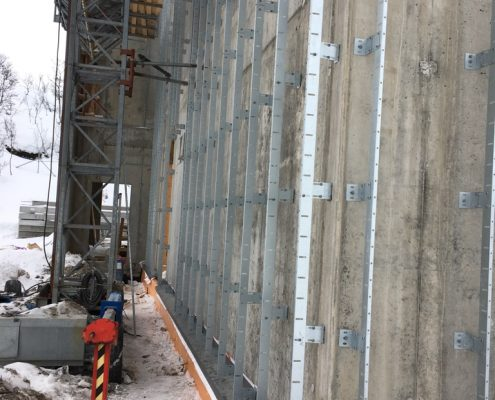 Corner frame installation fr insulation and to level the wall, Tronso Norway